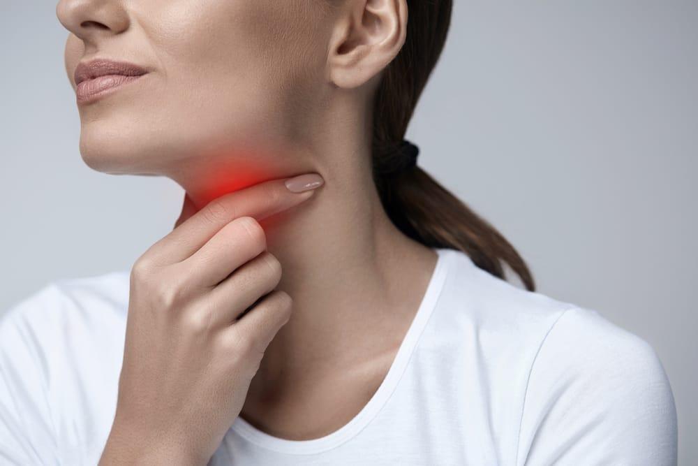 Mal di gola, rimedi naturali da adottare